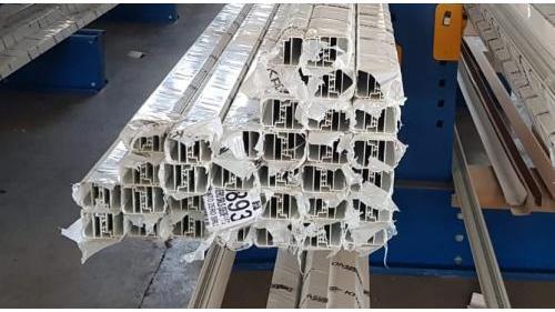 MIMALL SERIE 5 - Profilo alluminio giunto aperto.