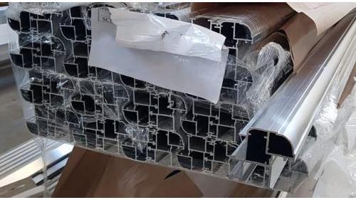 MIMALL SERIE WOOD - Profilo alluminio-legno giunto aperto.